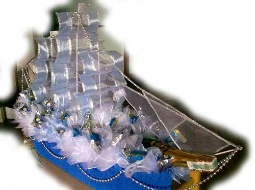 Корабль с бутылкой из конфет своими руками